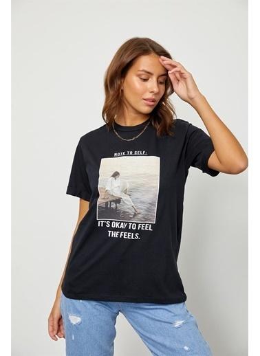 Setre Lila Baskılı Kısa Kol T-Shirt Siyah